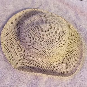 Straw hat for baby girl